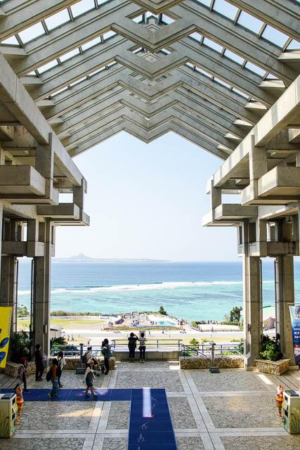 子供と行く!初めての美ら海水族館 水族館建物4階からの眺め(入口は3階です)