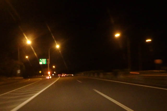 沖縄自動車道 夜の道 街灯