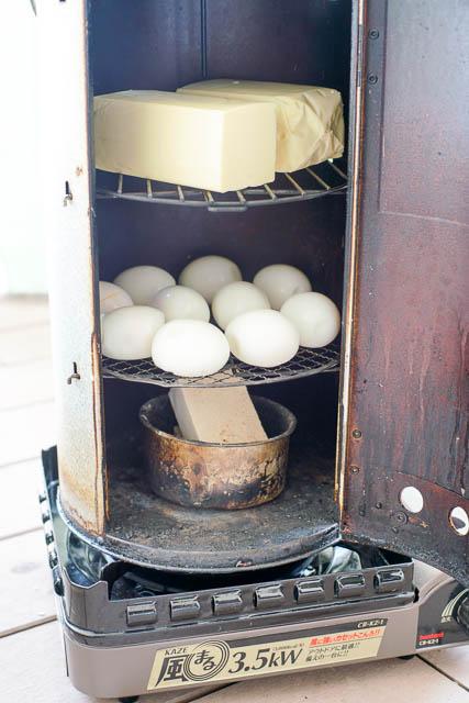 初心者でも簡単!はじめての燻製づくり(スモークチーズ・燻製卵編)