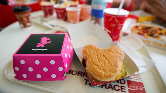 トゥモローランド・テラス ミッキーシェイプのハンバーガー