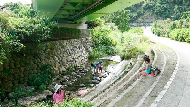 やんばる名護で川遊び!小さな子供も安心のせせらぎ広場と幸地川